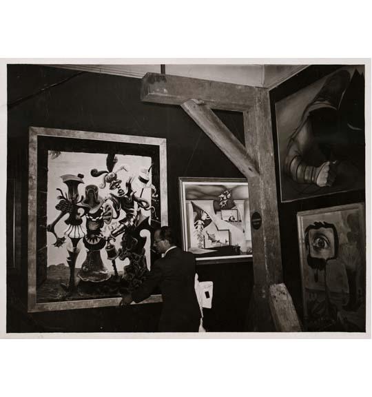 Les Mystères de la chambre noire: Photographic Surrealism, 1920 – 1950